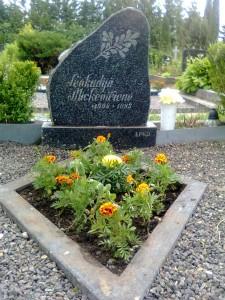 L.Mickevičienės kapas 2012 06 11
